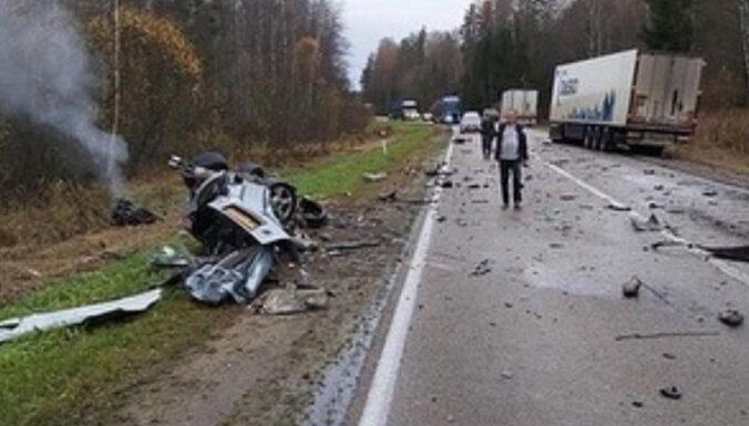 ФОТО: Тяжелая авария на шоссе Резекне-Даугавпилс, движение затруднено