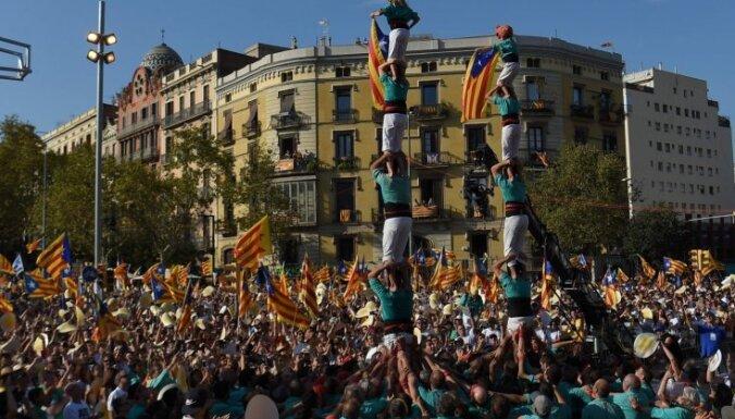 Barselonā pusmiljons cilvēku piedalās demonstrācijā Katalonijas neatkarības atbalstam