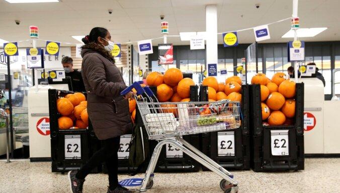 'Tesco' par vecas pārtikas pārdošanu saņem 7,56 miljonu mārciņu sodu
