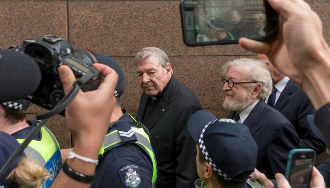 Austrālijas tiesa piespriež kardinālam Pelam sešu gadu cietumsodu par pedofiliju
