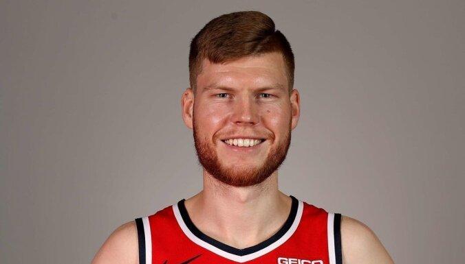 Bertānam divi precīzi tālmetieni NBA pārbaudes spēlē