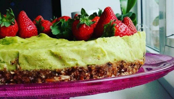 Zaļā un svaigā avokado kūka