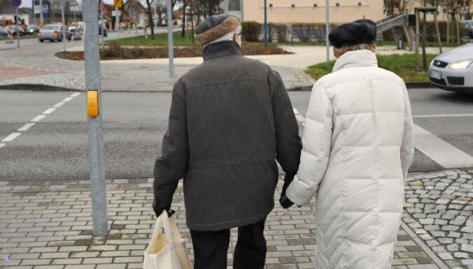 Средняя пенсия по старости— 184 лата
