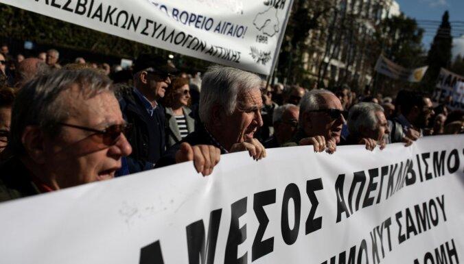 Atēnās protestē pret jaunām migrantu nometnēm