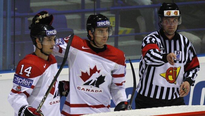 Kanādas izlasei čempionātā var nākties iztikt bez treniņā savainotā Tavaresa