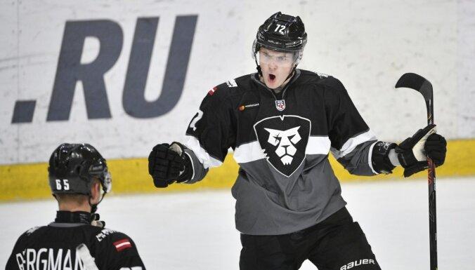 Švanenbergs un Vītols nopelna pilnvērtīgus līgumus ar Rīgas 'Dinamo'