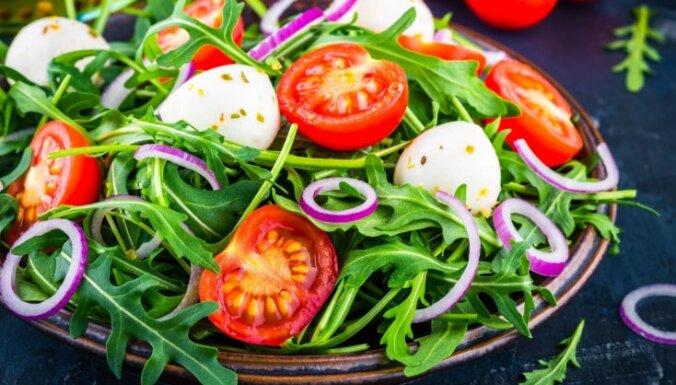 Svaigi, garšīgi un viegli – salāti ar rukolu: 10 receptes pavasarīgām maltītēm