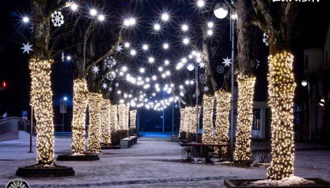ФОТО. Сказочный Огре в праздничном украшении