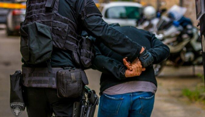 Елгава: преступники ворвались в квартиру, похитили мужчину и в багажнике отвезли в лес