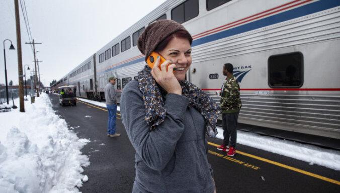 ASV gandrīz divas diennaktis sniegā iestieg vilciens ar 183 pasažieriem