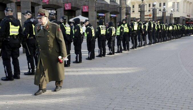 История дня. Солнце, дезинфекция, 2000 полицейских. Как Рига пережила 16 марта