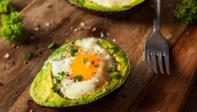 Tievēt, ēdot taukus? Speciāliste skaidro ketogēnās diētas riskus un ieguvumus