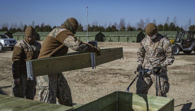 ФОТО: Латвийская армия тренируется для борьбы с распространением коронавируса