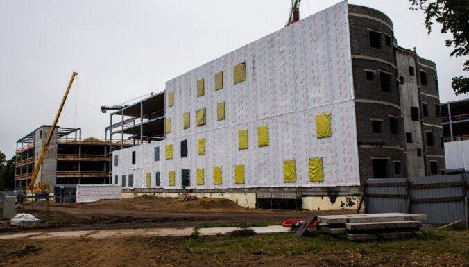 Iekavējoties Stradiņa slimnīcas būvprojektam, Belēvičs sola meklēt naudu esošo telpu uzlabošanai