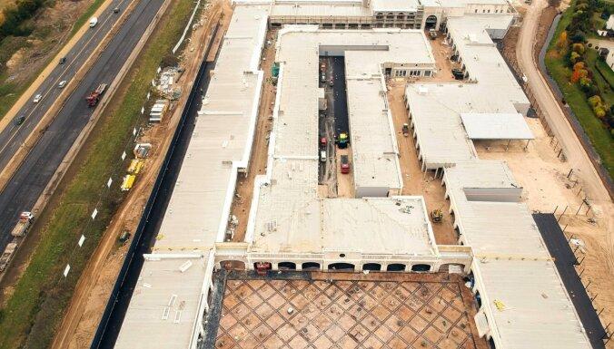 ФОТО: Завершается строительство огромного квартала аутлетов у шоссе Рига-Юрмала