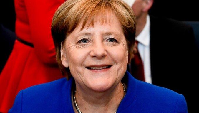 Меркель призвала поддержать экономику ЕС на фоне пандемии