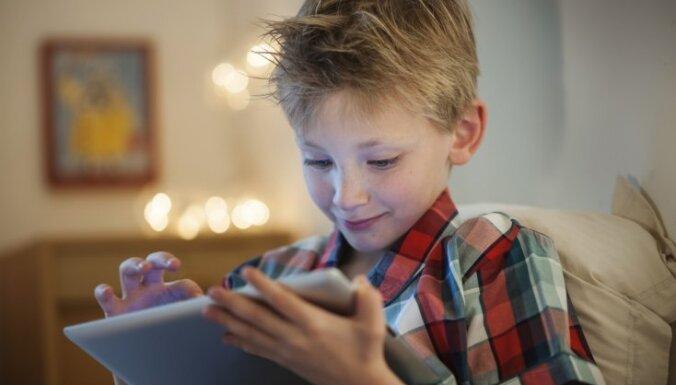 5000 латвийских школьников получат смарт-устройства и бесплатный интернет, чтобы продолжить учебу дистанционно