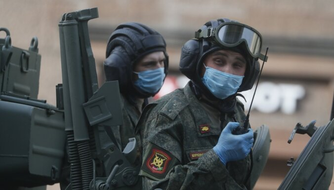 Bažās par Covid-19 Krievijas pilsētas atceļ uzvaras parādes
