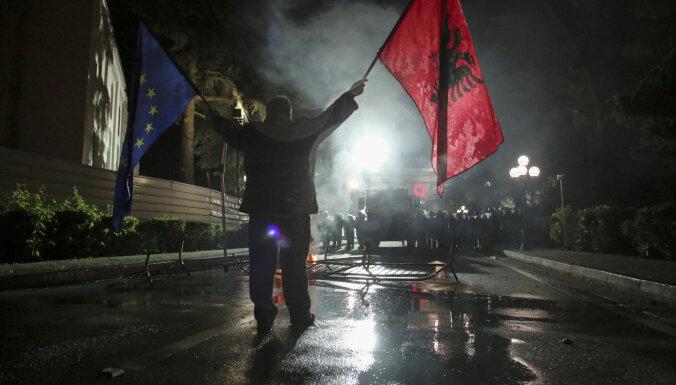 Albānijas parlaments nobalso par prezidenta atcelšanu