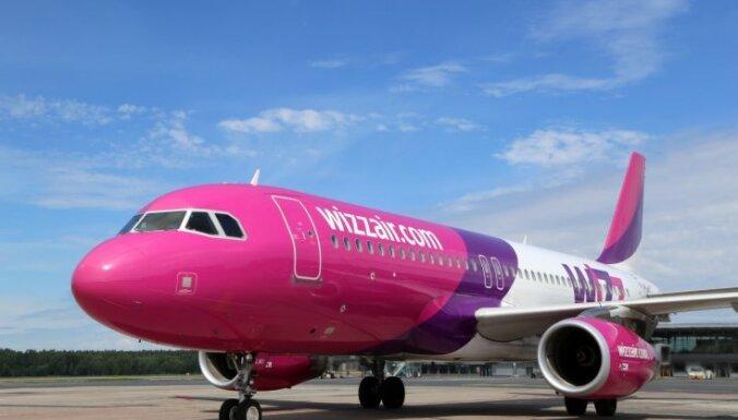 'Wizz air' automatizē kredītu augšuplādi; sola atdot naudu par visiem atceltajiem lidojumiem
