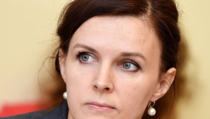 Saeimas deputāti iekarst debatēs par 'tikumības grozījumiem' un 'Papardes ziedu'