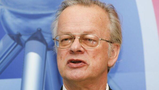"""Farmācijas uzņēmuma AS """"Grindeks"""" fonds """"Zinātnes un izglītības atbalstam"""" izcilākajiem un jaunajiem Latvijas zinātniekiem, mācībspēkiem un mācību iestādēm 2007.gadā pasniedza prēmijas un stipendijas 30 000 latu vērtībā. Foto: Raivis Puriņš, DELFI."""