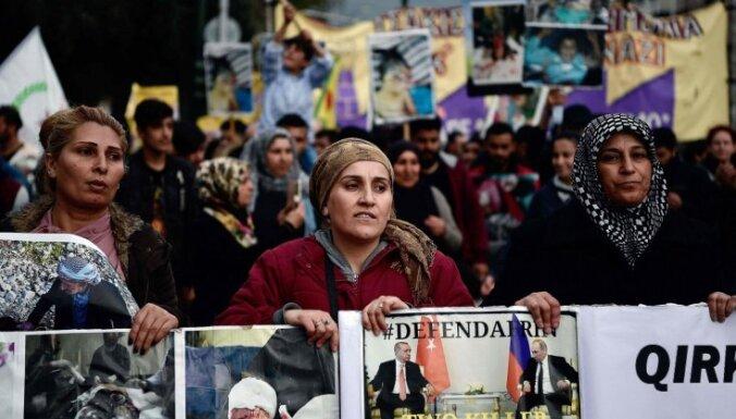 Kurdu demonstranti Vācijā iesaistās sadursmēs ar policiju, trīs aizturēti