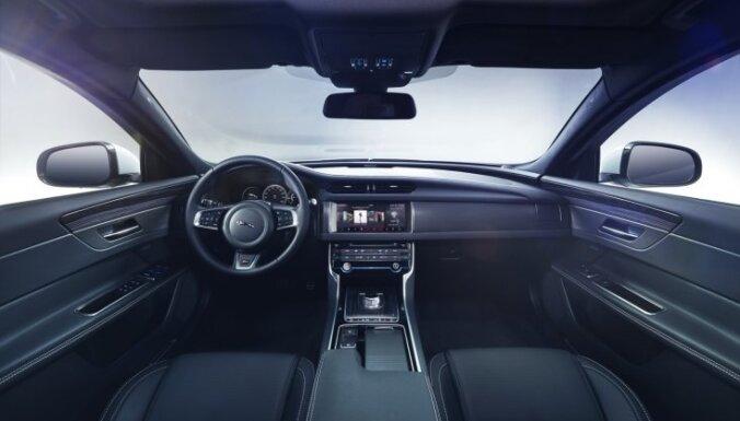 Pirmie attēli ar jauno 'Jaguar XF' sedanu