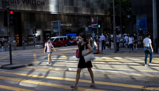 Bažījoties par Covid-19 uzliesmojumu, Honkongā stājas spēkā jauni ierobežojumi