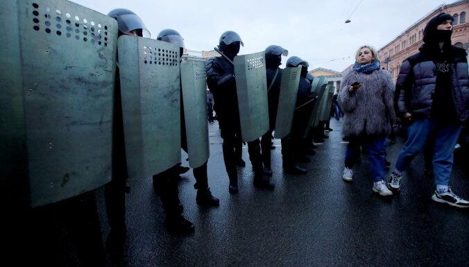 Krievijas pilsētās pēc Navaļnija aicinājuma ielās iziet tūkstoši. Teksta tiešraides arhīvs