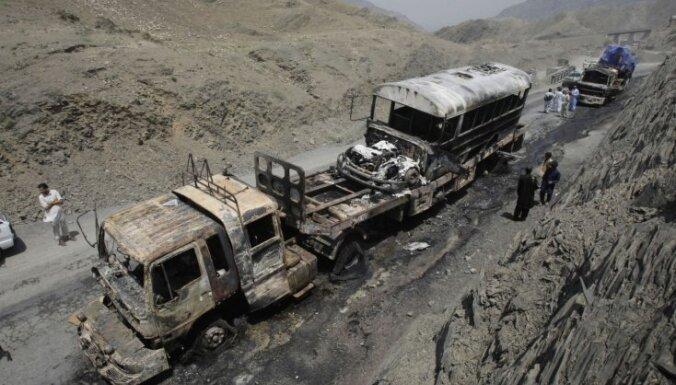 В Пакистане при взрыве военной колонны погибли по меньшей мере 16 солдат