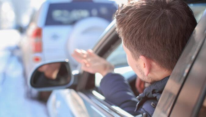 Policija: būtiski lēnāka pārvietošanās zem atļautā braukšanas ātruma nav ļoti liela problēma