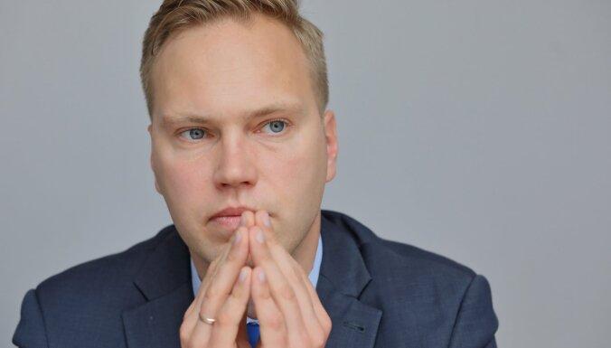 Grafs: Latvijā politiskajai elitei vienmēr vajag kādu, kurš 'elš pakausī'