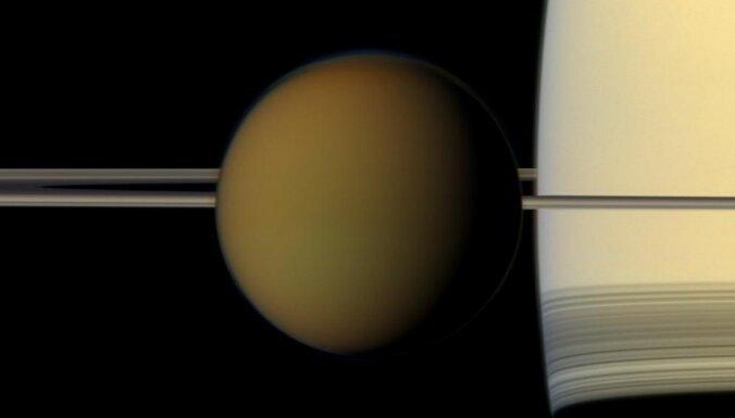 Titāns 'bēg' no Saturna 100 reižu lielākā ātrumā, nekā iepriekš uzskatīts