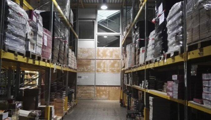 Jelgavā uziet visu laiku vērienīgāko saldumu viltotāju noliktavu; konfiscē 10 tonnas kārumu