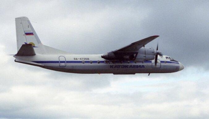 Krievijā veic avārijas nolaišanos pasažieru lidmašīna ar pārplīsušām riepām
