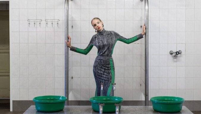 Foto: Spoži un kolorīti modes kadri vēsturiskā pirtī Tallinā