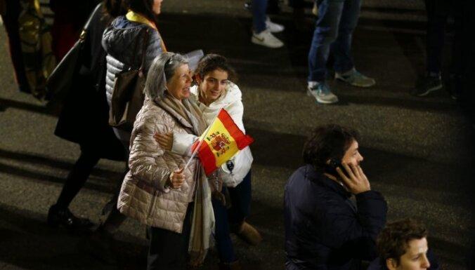 Spānijas vēlēšanās visvairāk balsu konservatīvajiem, liecina balsotāju aptauja