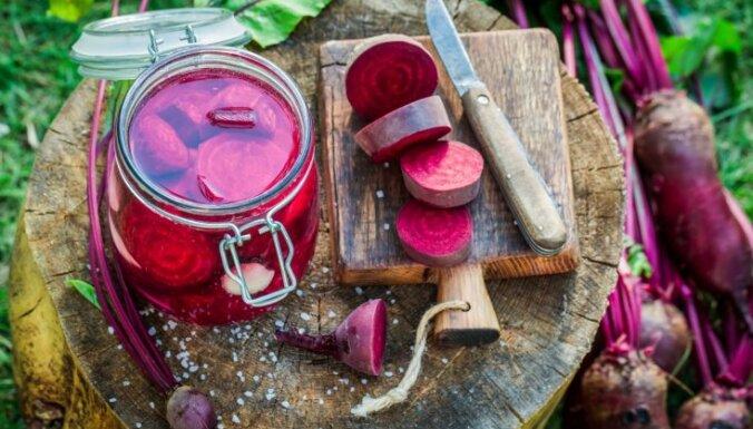 Radošas idejas biešu konservēšanai: 14 receptes pieliekamā krājumiem