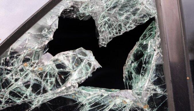 На дороге столкнулись грузовик и легковушка: погиб водитель BMW