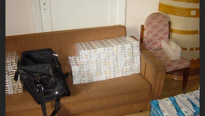 21-летний белорус хотел привезти в Ригу девять дорожных сумок с сигаретами