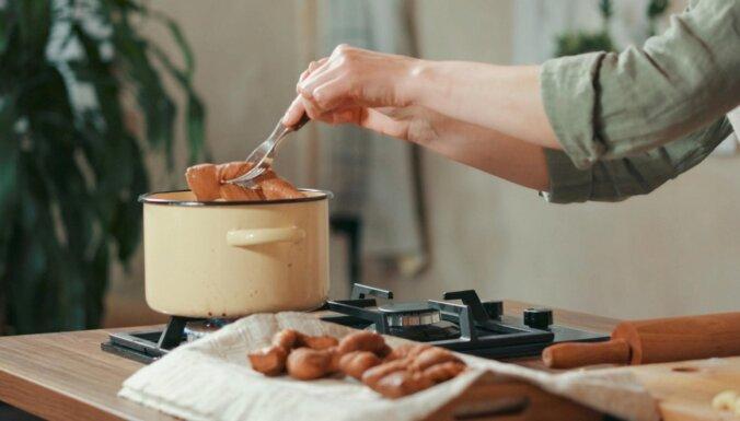 Lietuvas garšas: eļļā cepti rauga mīklas žagariņi