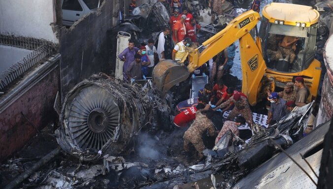 Karāči avarējusi 'Pakistan International Airlines' pasažieru lidmašīna