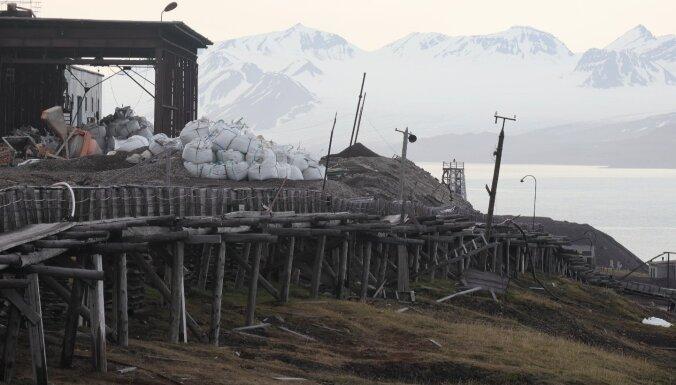 Foto: Savdabīgais ogļraču ciems Svalbārā – Barencburga