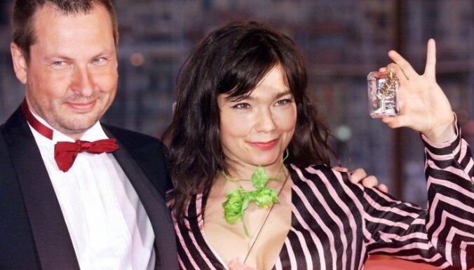 Bjorka atklāj, ka piedzīvojusi dāņu režisora uzmākšanos