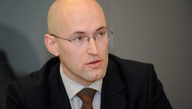 Janvāra beigās Latvijā varētu beigties Covid-19 vakcīnas, brīdina Pavļuts