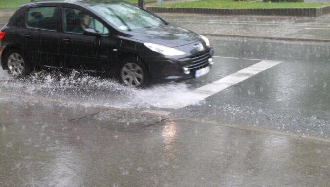 Smiltenē lietus nopludina 'Klondaiku'