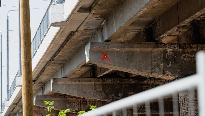 Министр: Латвия еле справляется с самыми разрушенными мостами, иногда строителей не найти вообще