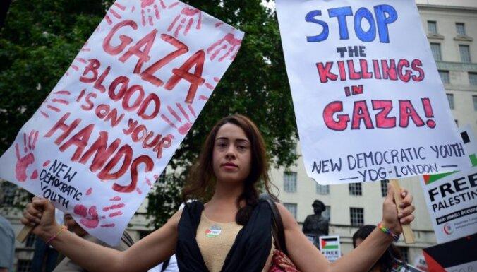 Foto: Londonā tūkstoši protestē pret Izraēlas uzbrukumiem Gazai