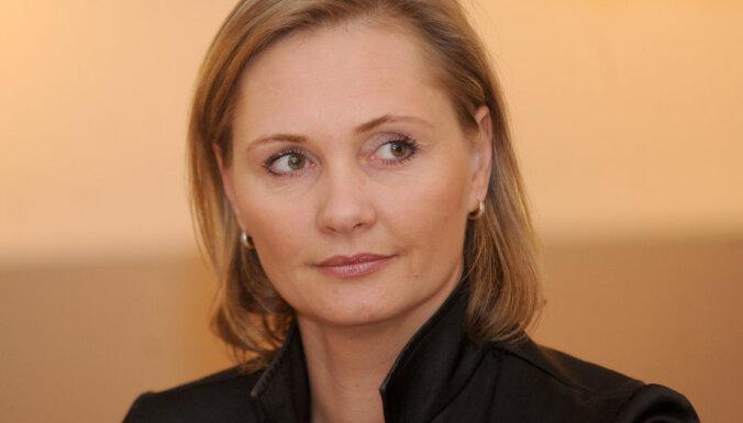 Demisionē tieslietu ministre Broka